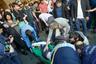 В 8:00 утра понедельника протестующие, следуя инструкциям Пашиняна, начали перекрывать улицы и проспекты Еревана, в городе начался транспортный коллапс. В ответ на требование полицейских не препятствовать движению транспорта активисты начали возводить баррикады. Но блокировать Национальное собрание протестующим не удалось: многотысячная толпа уперлась в колючую проволоку, установленную полицейскими на проспекте Баграмяна, у здания парламента.