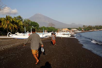 Школьник украл кредитку родителей и улетел на Бали