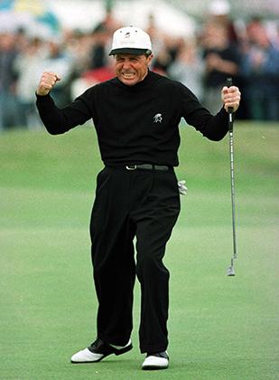 Гари Плейер и его неизменный с конца 60-х годов образ — черные брюки и черная рубашка. Разбавить total-black южноафриканец может лишь ботинками, кепкой или бейсболкой. Британский турнир для ветеранов 1997 года.