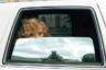 Звезда российской эстрады Алла Пугачева за полуоткрытым окном своего лимузина «Линкольн».