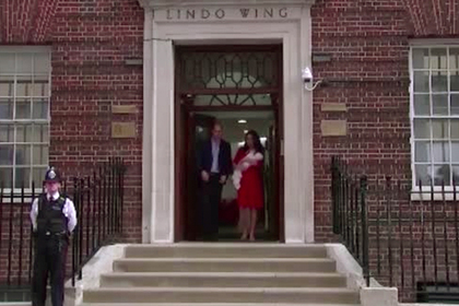 Принц Уильям и Кейт Миддлтон показали публике новорожденного сына