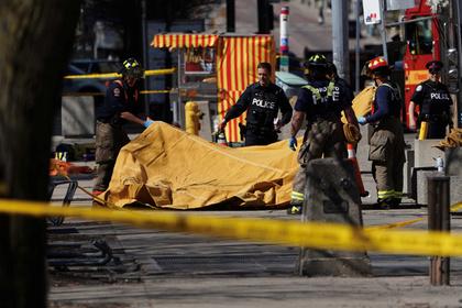 Названо число погибших при наезде микроавтобуса на толпу в Торонто