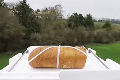 Британский блогер съел прилетевший из космоса хлеб