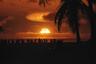 Персонал полигона на атолле Эниветок наблюдает за испытанием с острова Джаптан, расположенного в 23 километрах от эпицентра взрыва наземного заряда мощностью 360 килотонн.