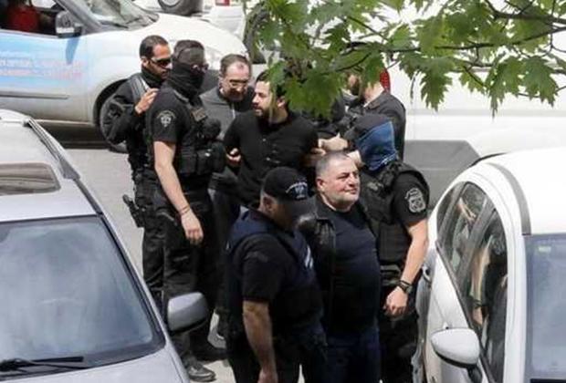 Арест Лаши Шушанашвили (на заднем плане) и других членов ОПГ