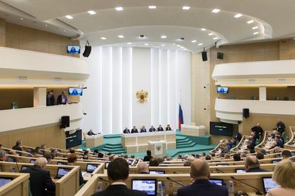 Сенаторы увидели в запрете на ввоз западных лекарств угрозу для жизни россиян