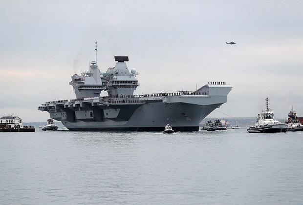 Британский авианосец Queen Elizabeth стал первым в одноименной линейке. Запланировано введение еще одного такого корабля. Queen Elizabeth спущен на воду в 2014-м, в 2020-м планируется его принятие на вооружение. В длину авианосец достигает 284 метров, в ширину — 73 метра. Способен развивать скорость до 25 узлов. Рассчитан на размещение до 36 истребителей Lockheed Martin F-35B Lightning II и до 14 вертолетов.