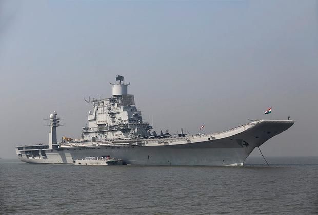 Будущий флагман ВМС Индии Vikramaditya представляет собой модернизированный советский тяжелый авианесущий крейсер «Адмирал Горшков». Продан в Индию, усовершенствованием корабля занималась Россия. Авианосец в длину достигает 274 метра, в ширину — 53,2 метра. Максимальная скорость — 32 узла. Допускает размещение около 16 самолетов МиГ-29К, 4 МиГ-29КУБ и до 10 вертолетов.