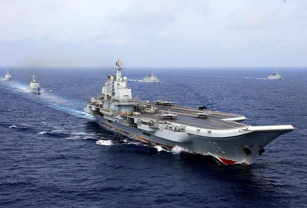 Первый китайский авианосец Liaoning куплен КНР у Украины. Корабль до модернизации носил имя «Варяг» (а еще раньше — «Рига»). Конструктивно «Варяг» напоминал российский «Адмирал Кузнецов». Китайская модификация отличается радиоэлектронными системами и вооружением.