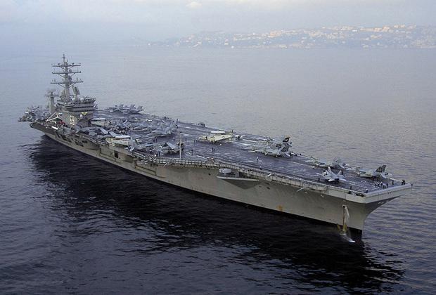 Американский авианосец Dwight D. Eisenhower стал вторым в серии Nimitz. Спущен на воду в 1975-м, введен в эксплуатацию в 1977-м. Участвовал в иранской, иракской и афганской кампаниях.