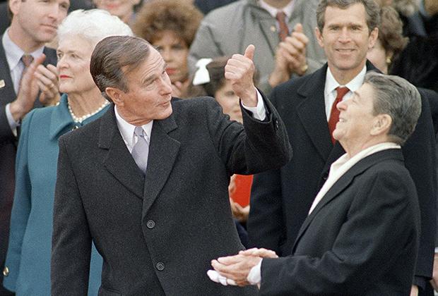 Джордж Буш на своей инаугурации с бывшим президентом США Рональдом Рейганом