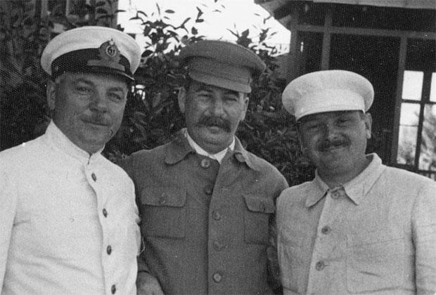 Климент Ворошилов, Иосиф Сталин и Андрей Жданов (слева направо) на отдыхе в Сочи