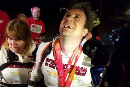Бегун с парализованными ногами преодолел марафон