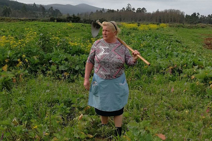 Вглобальной web-сети  стало вирусным фото испанской фермерши, которая выглядит как близнец Трампа