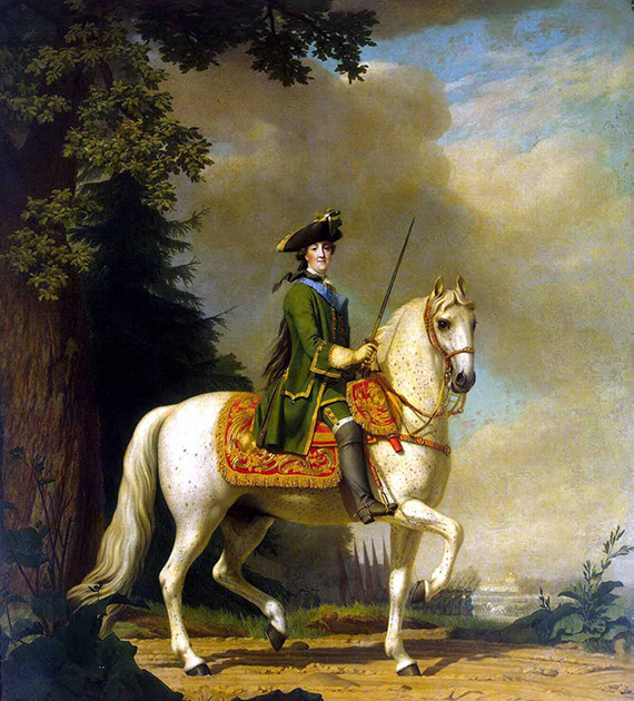 Российская императрица Екатерина II получила единоличную власть в результате государственного переворота в 1762 году, осуществленного при содействии офицеров гвардии, среди которых были ее фавориты Орловы. Императрица не только покровительствовала гвардейским полкам и флиртовала с гвардейцами, но и сама время от времени облачалась в мундир: придворные льстецы заверяли Екатерину, что короткий мундир и облегающие лосины подчеркивают красоту ее ног.