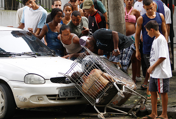 Жители Рио-де-Жанейро нашли труп в тележке из супермаркета