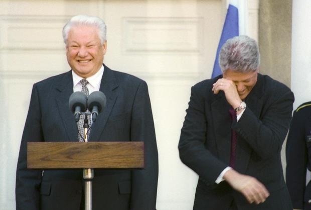 Президент РФ Борис Ельцин и президент США Билл Клинтон на совместной пресс-конференции. США, 1995 год