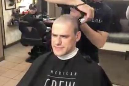 Российские врачи узнали о смертельной болезни коллеги и потеряли все волосы