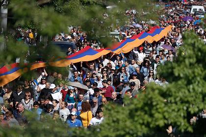 Депутаты парламента Армении начали переходить на сторону оппозиции