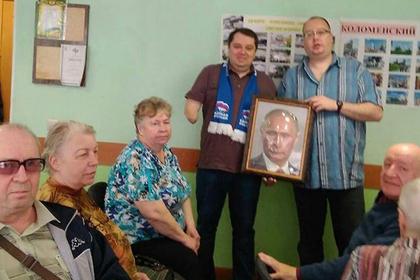 Слепым россиянам дали пощупать Путина