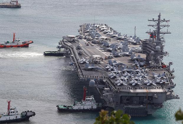 Американский Ronald Reagan стал девятым кораблем типа Nimitz. Спущен на воду в 2001-м, введен в эксплуатацию в 2003-м. Авианосец, названный в честь 40-го президента США Рональда Рейгана, получил мощные тормозные системы, позволяющие совершать посадку на его палубу более тяжелым самолетам, чем на остальных кораблях Nimitz.