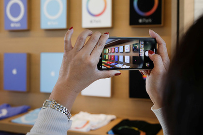 Крымские чиновники купили себе iPhone Х на народные деньги