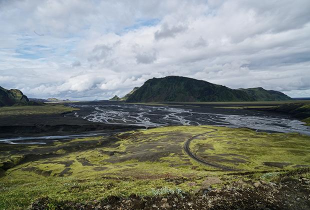 Ледниковые реки на пути в высокогорье