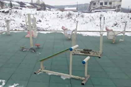 Кемеровские чиновники отчитались о благоустройстве детской площадки фотошопом