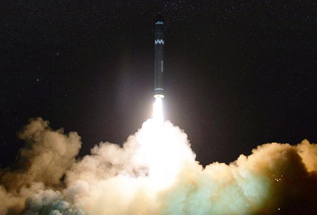 Успешный запуск северокорейской ракеты «Хвасон-15»