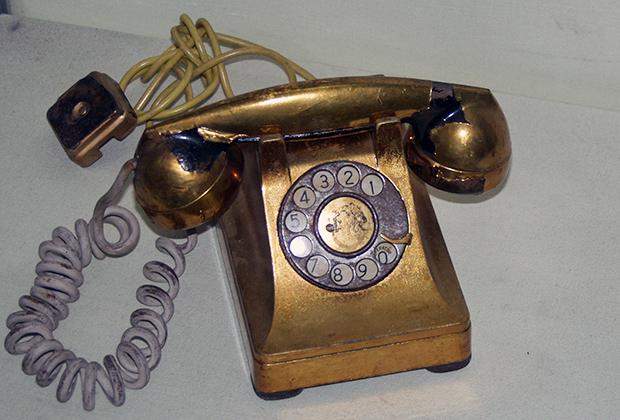 Позолоченный телефон Батисты представлен в настоящее время в музее революции Гаваны как символ коррупции эпохи Батисты