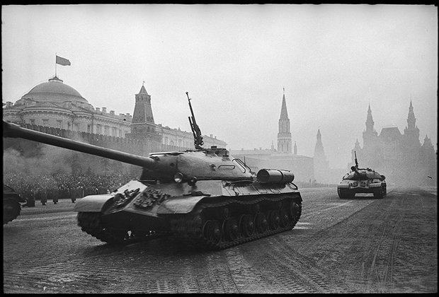 Танки на Красной площади. Москва, 1947 год.