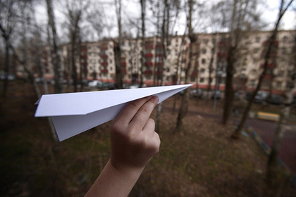 Воспитанники сельской школы вЛенобласти установили монумент месенджеру Telegram насредства депутата