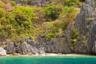 Если вам претит проводить время в компании других туристов (в основном китайцев и филиппинцев), можно взять каяк или снять частную лодку, менее чем за полчаса доплыть до соседнего пляжа и наслаждаться тишиной и умиротворением.