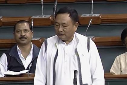 «Человек-прокладка» в индийском парламенте решил защитить женщин