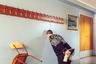 У писателя Кима Олсена для скуки был веский повод: он застрял в опустевшей деревне Баркестад на крохотном острове в Норвегии. «Людей на этом острове нет, и мобильный телефон работает далеко не везде, — говорит он. — Приходится самому придумывать себе занятия. Такие, как чтение, прогулки и баловство с фотоаппаратом».