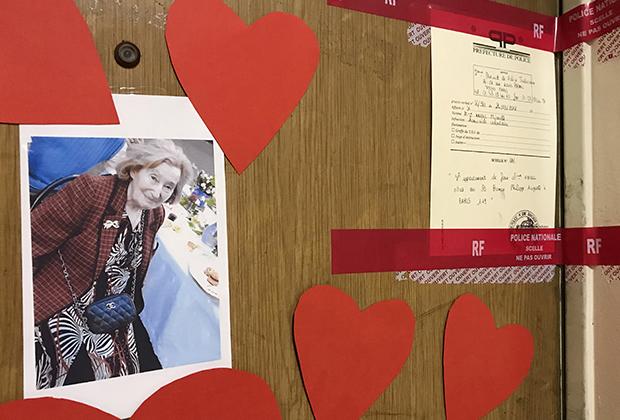 Дверь в квартиру убитой соседом Мирей Кнолль