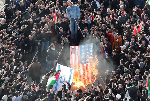Демонстранты жгут флаги США и Израиля после заявления Трампа по Иерусалиму