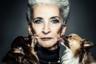 Портрет пожилой женщины в окружении любящих питомцев тоже попал в финал.