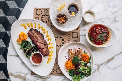 Дорогие рестораны накормят россиян за 990 рублей