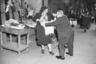 1946, Нью-Йорк. Примерка в магазине белья.