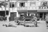 1949, Шанхай, Китай. В решительных усилиях по избавлению Шанхая от преступности муниципальная полиция казнит пятерых бандитов. Через два дня в этом осажденном городе было казнено еще 25 человек.