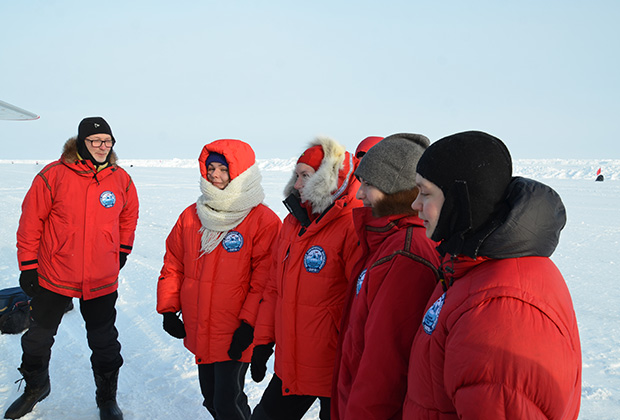 Отряд столичных школьников, работавших на полярной станции «Барнео»