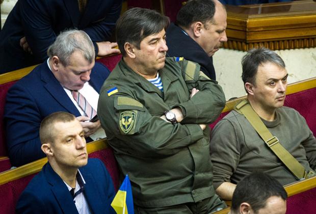 Юрий Тимошенко (в центре)