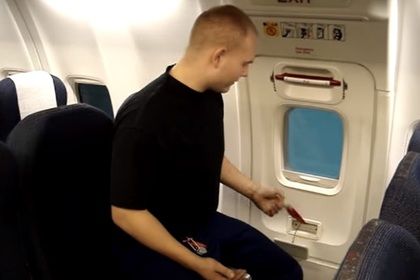 ВКитайской республике пассажир хотел «проветрить самолет» иоткрыл аварийный люк
