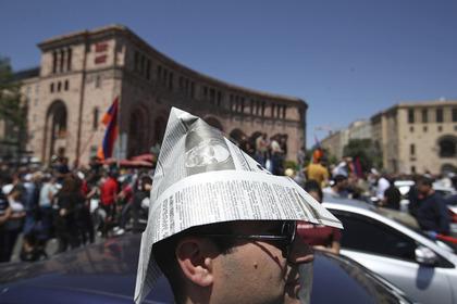 Оппозиция в Армении начала перекрывать дороги
