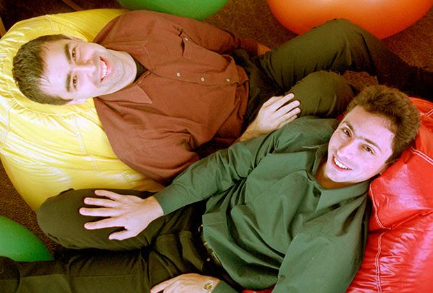 Два типичных гика, помешанных на компьютерах и интернете, Ларри Пейдж и Сергей Брин создали в 1998 году компанию Google — будущего лидера интернет-рынка. Всеобщая мода на интернет-бизнес началась именно в 90-е.