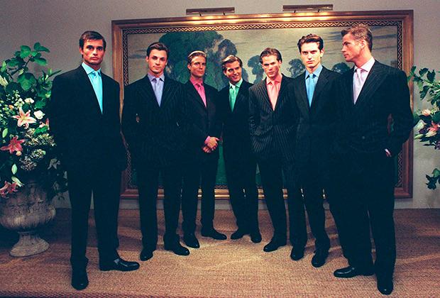 В попытке вернуть интерес к классическому костюму Ральф Лорен представил в коллекции весна-лето 1997 года своего бренда Polo яркие цветные рубашки с галстуками под цвет и попытался вернуть моду на костюмы в полоску.