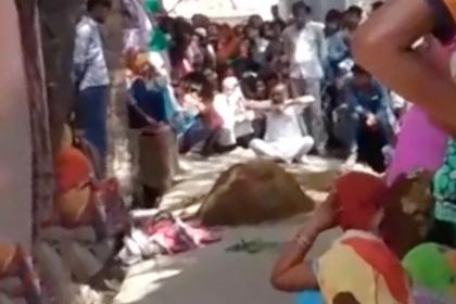 Индианку попытались вылечить от укуса змеи и похоронили заживо