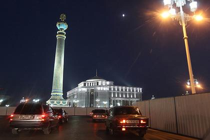 Власти Туркмении оставят в стране только белые автомобили