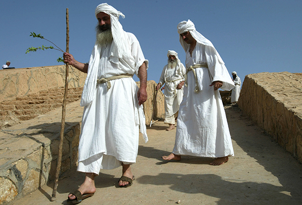 Арабы в национальных костюмах